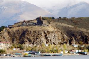 Армянская церковь рядом с о.Севан
