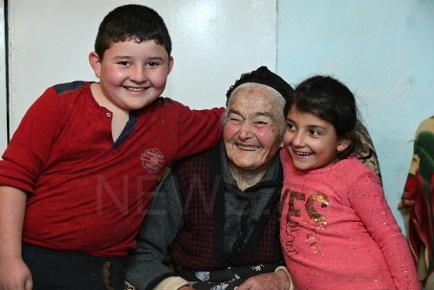 пожилая женщина карабаха