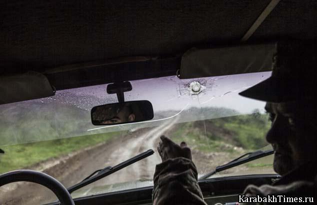 Армянские военнослужащие в машине