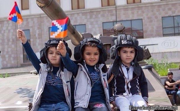 Арцахские дети на танке