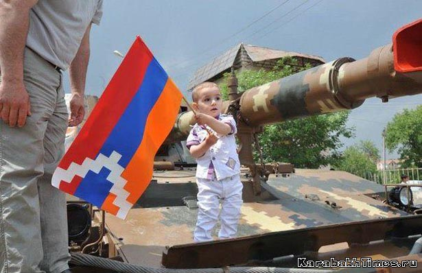 Карабахский ребенок на танке