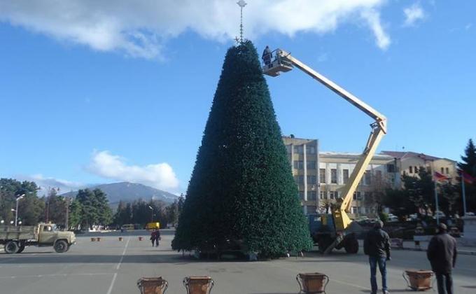 Новогодняя елка Степанакерта