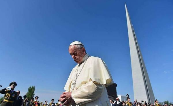 папа римский у мемориала памяти жертв геноцида армян