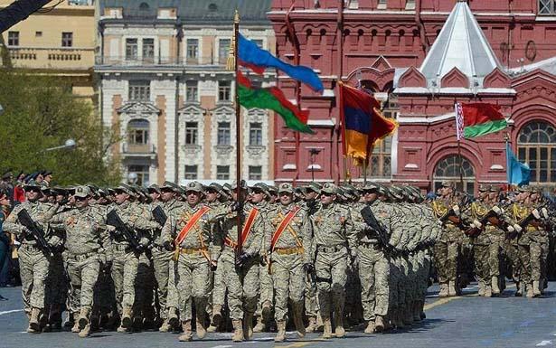 Порванный флаг Азербайджана на параде