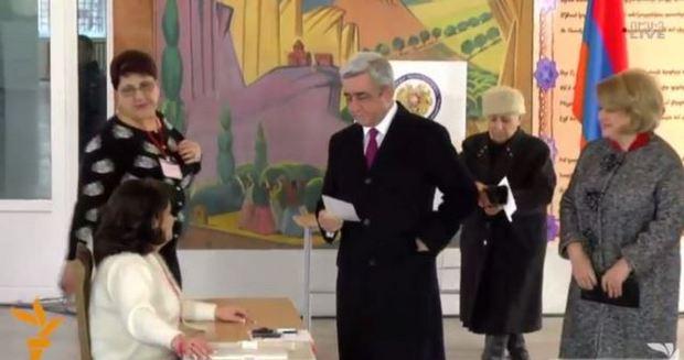 Референдум, Серж Саргсян голосует
