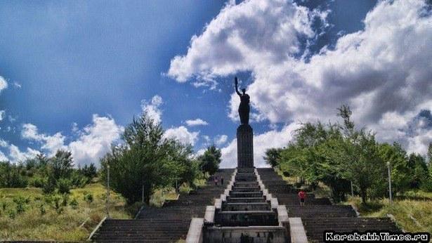 памятник Мать Армения в Гюмри