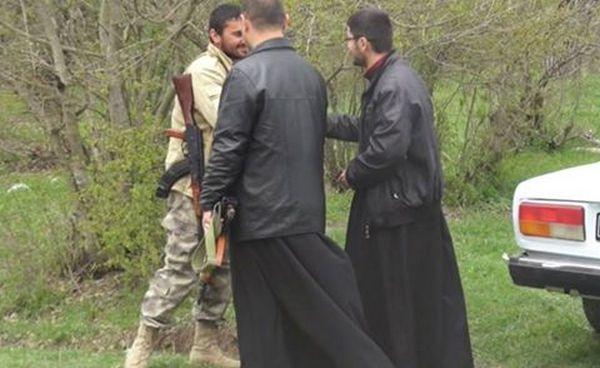 священники с автоматами. Карабах, фото